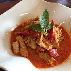 11. Rødkarry med kylling, svinekød eller oksekød 🌶️