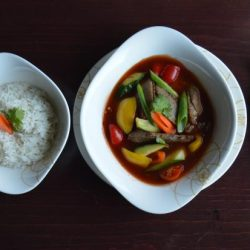 7. Stegt andebryst, rejer eller laks med grøntsager